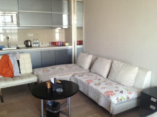 Checkool Service Apartment Hangzhou Xingguang: 房间比较大,有沙发茶几