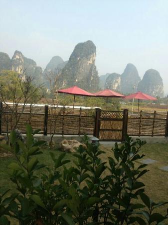 Yangshuo Meet Homey Resort : 酒店前风景