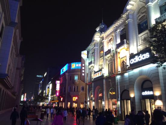 Walking Street of Jianghan Road: 晚上去的,很漂亮