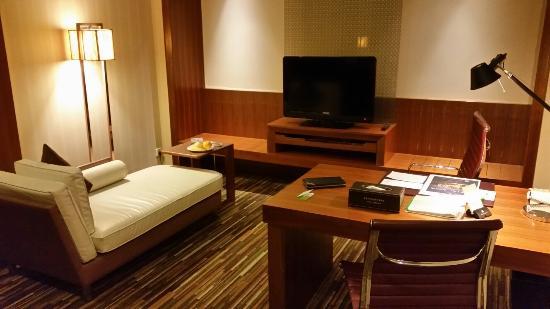 Holiday Inn Shanghai Jinxiu: 套房客厅