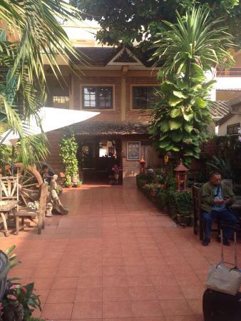 SK House: 很温馨的小院子