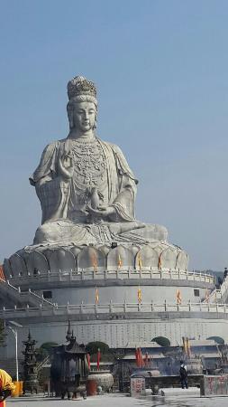 Dongwan Guanyin Mountain: 好大的觀世音啊。