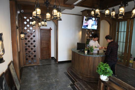 Tu'niu Youth Hostel Zhangjiajie Wulingyuan Biaozhimen: 酒店风格