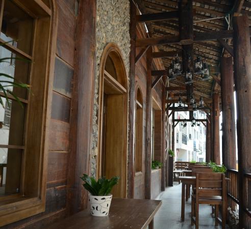 Tu'niu Youth Hostel Zhangjiajie Wulingyuan Biaozhimen: 走廊公共区域