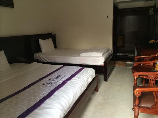 Lavita Hotel: 临山的房间