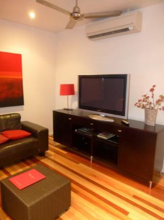 Airlie Apartments: 客厅