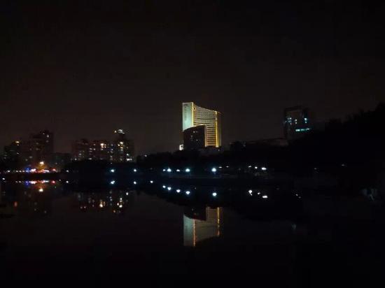Jingmin Central Hotel: 夜晚的京闽,海上的帆船。