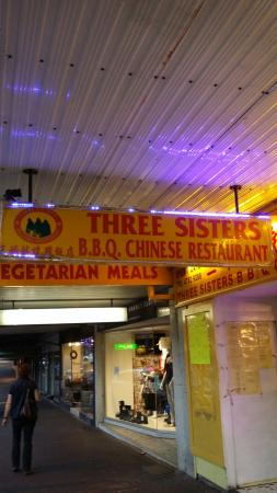 Three Sisters Bbq Chinese Restaurant : Outside