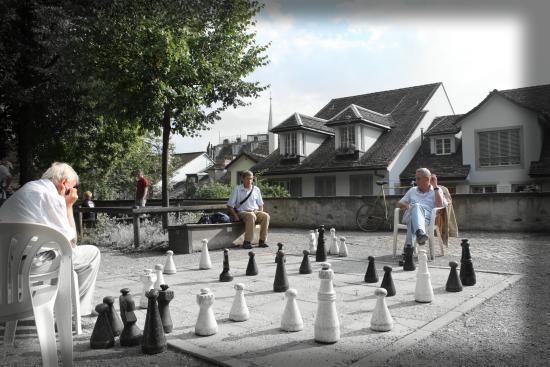 EMA House Hotel Suites: 下棋