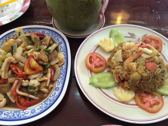 Wai Restaurant No.6 : 炒鱿鱼和菠萝饭