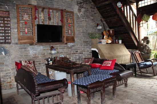 Yiran Jushe Original Art Inn : 小水吧及旁边的钢琴(盖住)