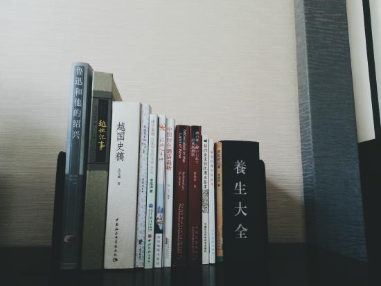 Old Xianheng Hotel : 裝飾的書 其實也可以看看的