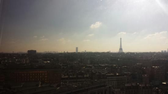 Hyatt Paris Madeleine: 从饭店窗外看铁塔