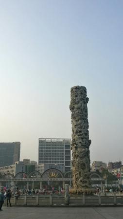 Wanfu Square: 龙柱