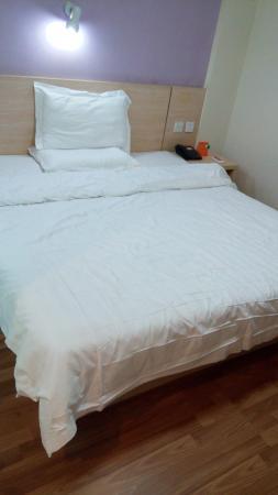7 Days Inn (Nanchang Bayi Square): 床