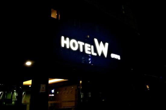 Hotel W Shinjeju: 酒店大门口