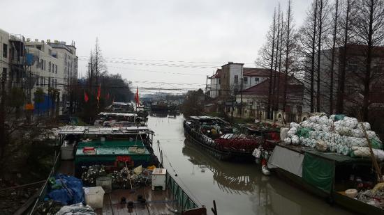 MingDao ShengHuo GuangChang: 繁忙的陈家镇桥港湾