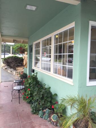 Villa Franca Inn: front desk小屋
