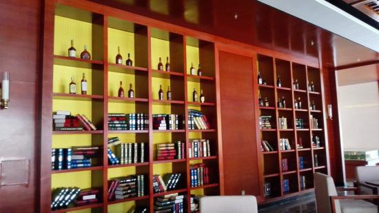 Yuetang Ramada Hot Spring Holiday Hotel