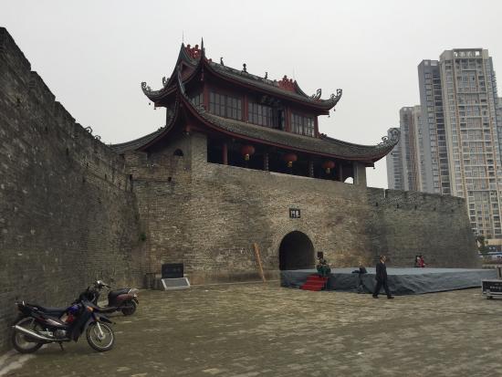 East Gate Tower of Liuzhou : 柳州古城东门