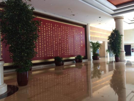 Xizhou Garden Hotel : 豪气的大堂