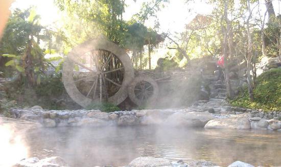 Yingjiang County, Çin: 凤凰森林温泉