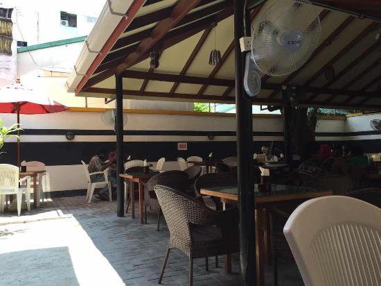 Dhivehi Malaafaiy: 坐落于闹中取静的首都马累,隐匿于别院的露天的环境