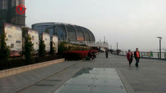 Wuhu, China: 滨江商业带