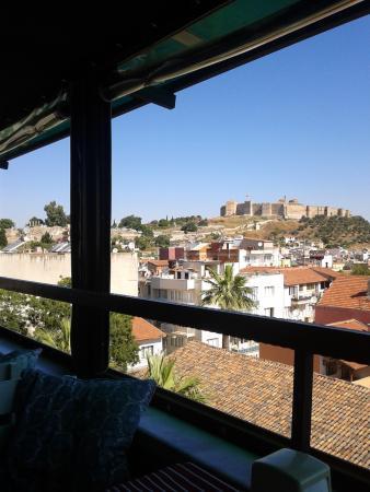 Urkmez Hotel: 酒店露台餐厅开以望到塞尔丘克城堡