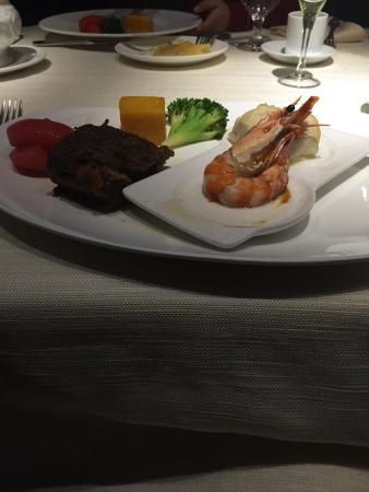 Wang Pin TaiSu NiuPai (ZhongShan South Road): 海陆大餐