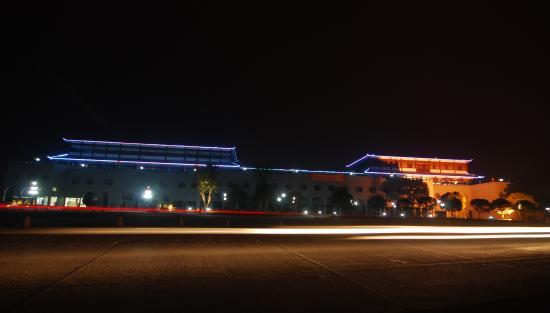 Wugang, Kina: 夜色静秋,独显武冈王城气息