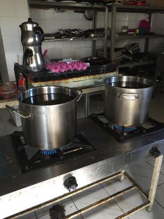 Artemis Yoruk Hotel : 沐浴没有热水,但是居然在厨房烧一锅水让您洗头……还吐槽啥?!