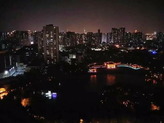 Sunshine Home Hostel: 晚上的夜景