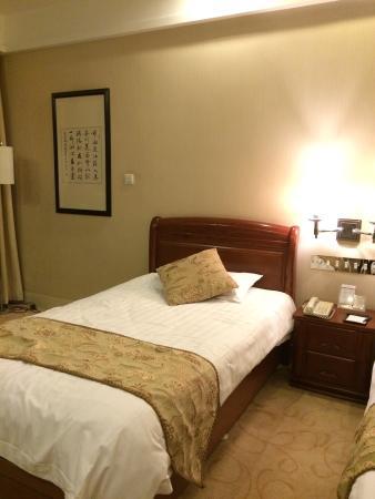 Great Wall Hotel: room