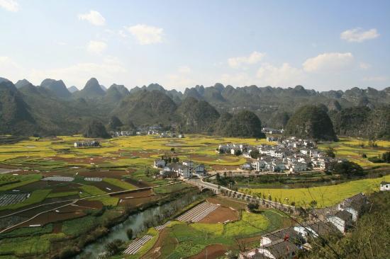Xingyi, China: 兴义峰丛的田园风光很漂亮,感觉在这里找个农家住几天应该挺不错的