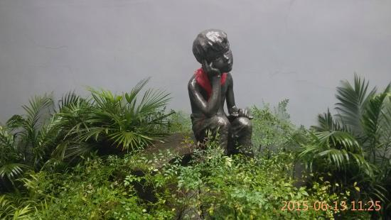 Gelè Hill (Gelè Shan/Báigong Guan/SACO): 小萝卜头
