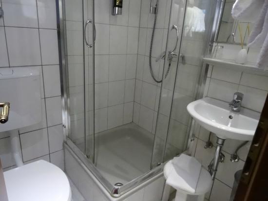 Hotel Italia: 卫生间