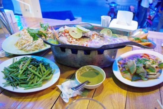 Tandoori Night's : 店主会中文,印度人开的。服务好,可以不加辣,鱼很新鲜。其它问道也很好,就是在甲米都流行少量。