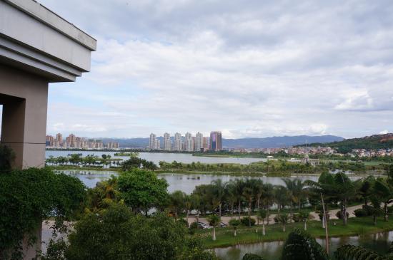 Mile, China: 房间外的风景