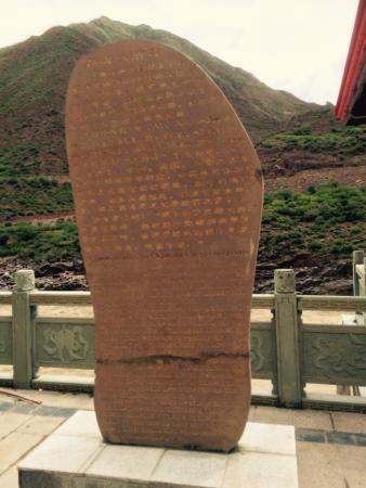 Qamdo County, China: 大脚印奇观