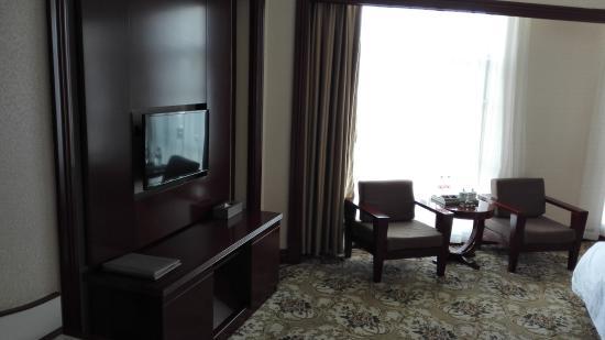 Luxi County, China: 沙发和电视
