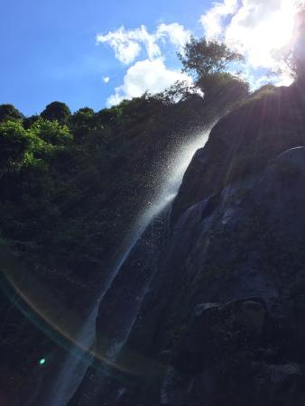 Yanling County, Cina: 这是第一个小瀑布呐