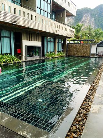 Green View Village Resort: 住在一楼 推门就能游泳 水非常干净 清澈见底 还有浅水区 适合小朋友