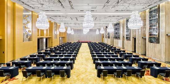 Four Points by Sheraton Hotel: Grand Ballroom Classroom Stlye