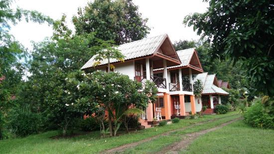 Baan Aomsin Resort