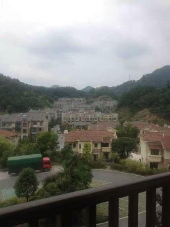 Jade Paradise Hotel: 酒店窗口看出去