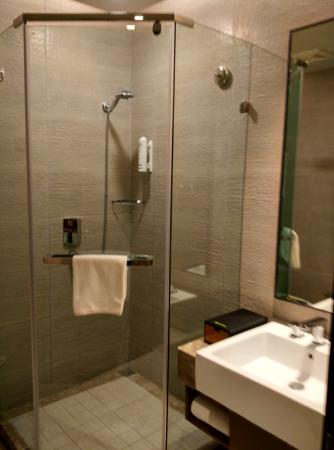 هوم إن: 酒店的洗手间