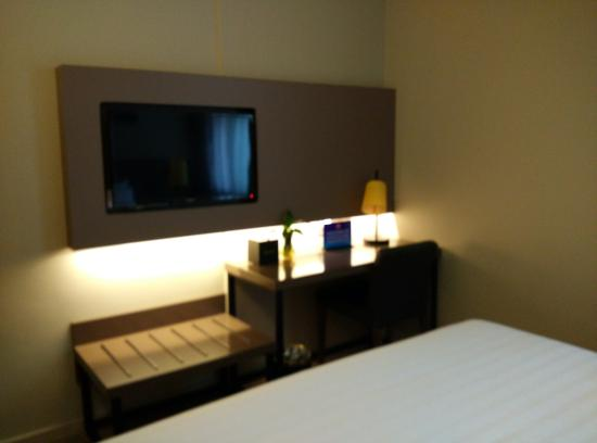 Home Inn (Beijing TuanJie Hu): 房间的电视是飞利浦
