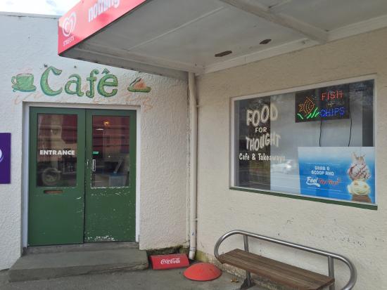 去Te Anau的路上路过Clinton小镇,吃点Chips和Pie,还有一杯Flat White。