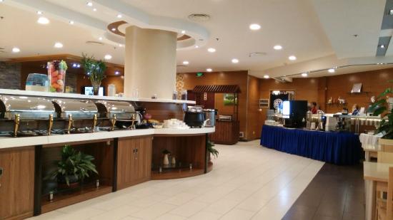 Somerset Olympic Tower Tianjin: 天津盛捷奥林匹克大厦服务公寓明亮宽敞的早餐厅